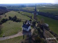 Image aerienne eglise en normandie