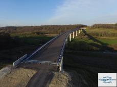 Photo aerienne d un pont par drone