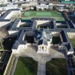 Vue aérienne Château et ses annexes en région Parienne