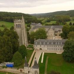 Abbaye du Bec Hellouin, photographiée par drone en Normandie