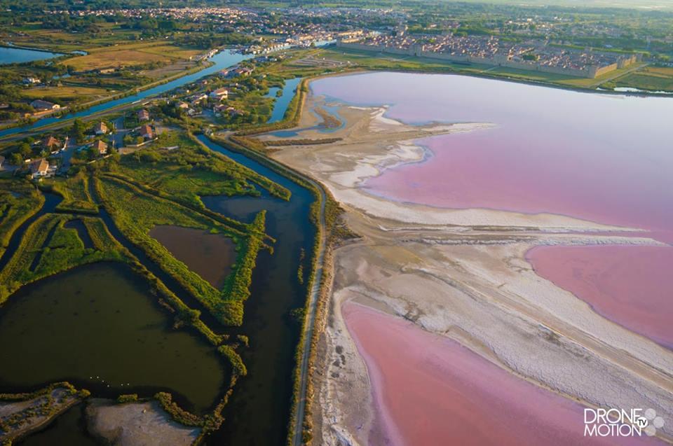 Aigues Mortes, les salins du Midi en vue aérienne