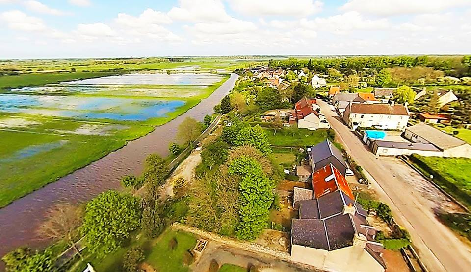 Beuzeville la Bastille, dans la Manche en vue aérienne