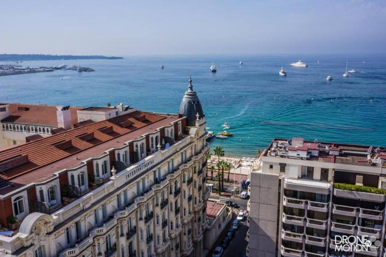Cannes vue du ciel par un drone