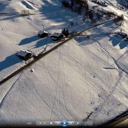 Chalet dans la montagne vue du ciel par un drone