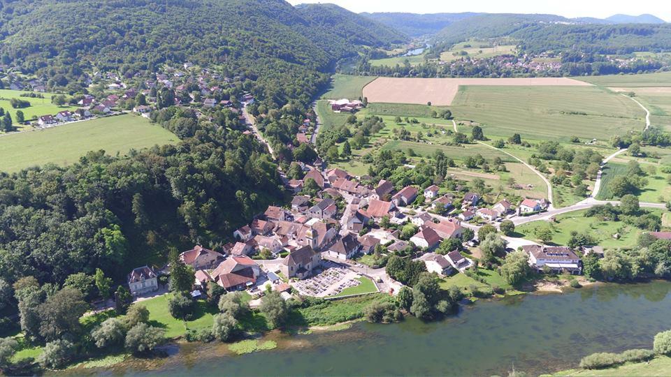 Village de Chalèze en photo aérienne par drone