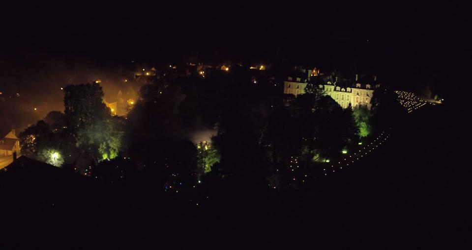 Cheverny et son chateau photo aérienne par drone de nuit