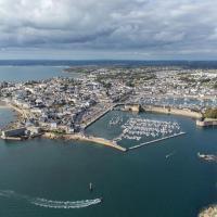 Concarneau en vue aérienne par drone en Bretagne