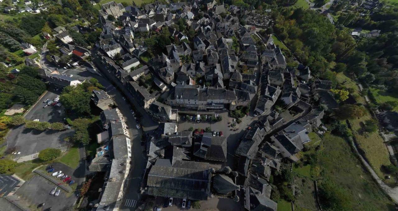 Donzenac village de Corrèze en vue aérienne par drone