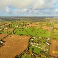 Village d'Etienville, dans la Manche en vue aérienne