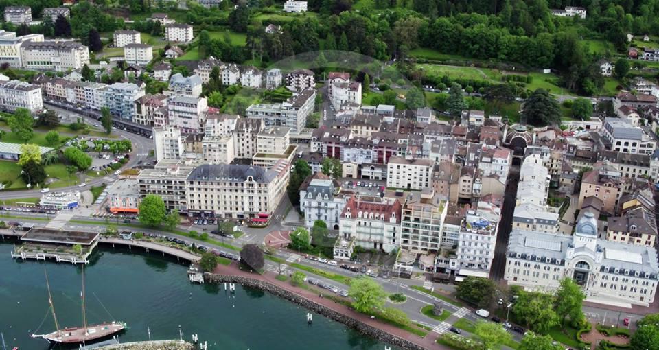 Évian-les-Bains en vue aérienne par drone