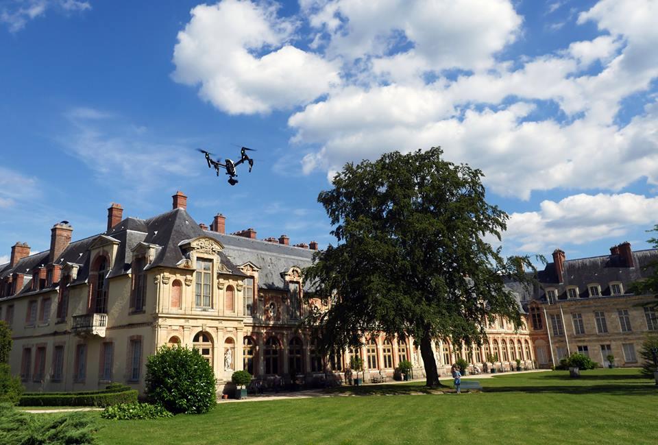 Fontainebleau, le château survolé par un drone