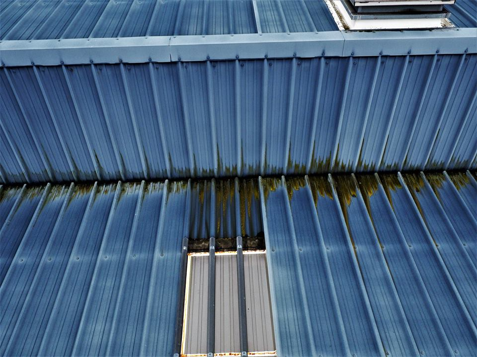 Inspection aérienne de toiture en bac acier