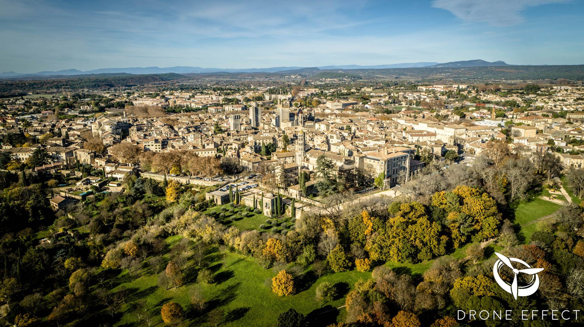 La ville de Uzès, photographie aérienne par drone