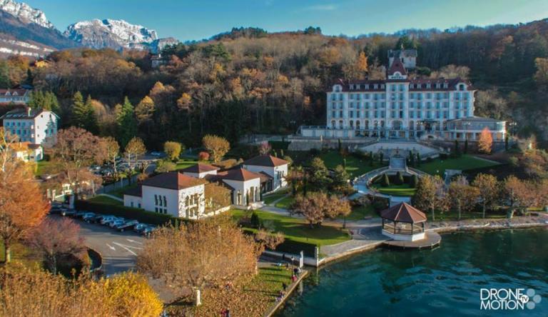 Palace de Menthon, lac d'Annecy en photo aerienne par drone