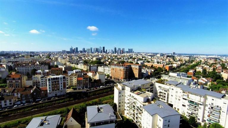 Paris la défense en vue aérienne photographié par un drone