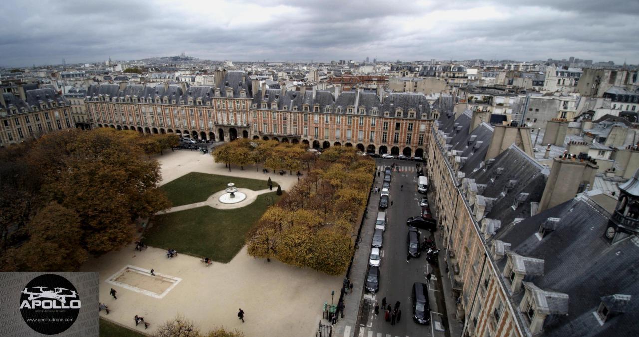 Pavillons de la place des Vosges photographiés par un drone