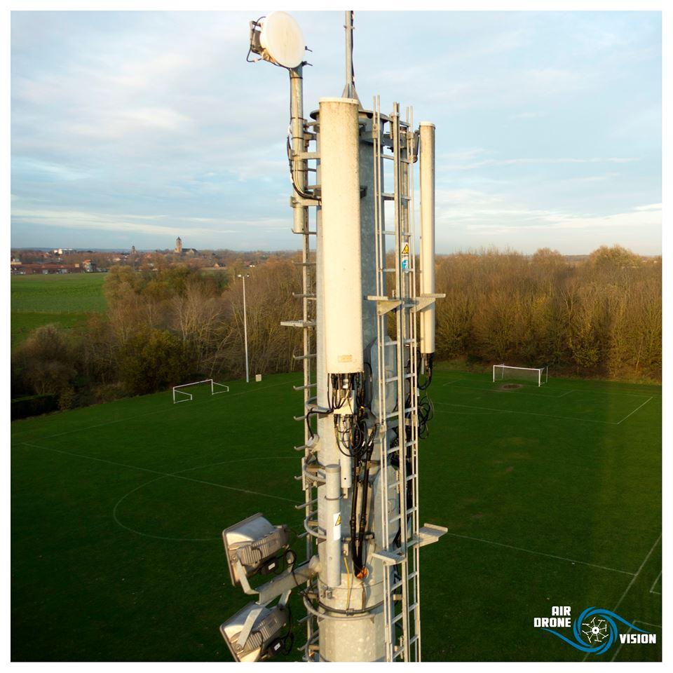 Photo aérienne d'inspection technique, antenne relais