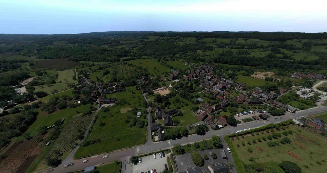 Photo aérienne de Collonges la rouge par drone en Corrèze