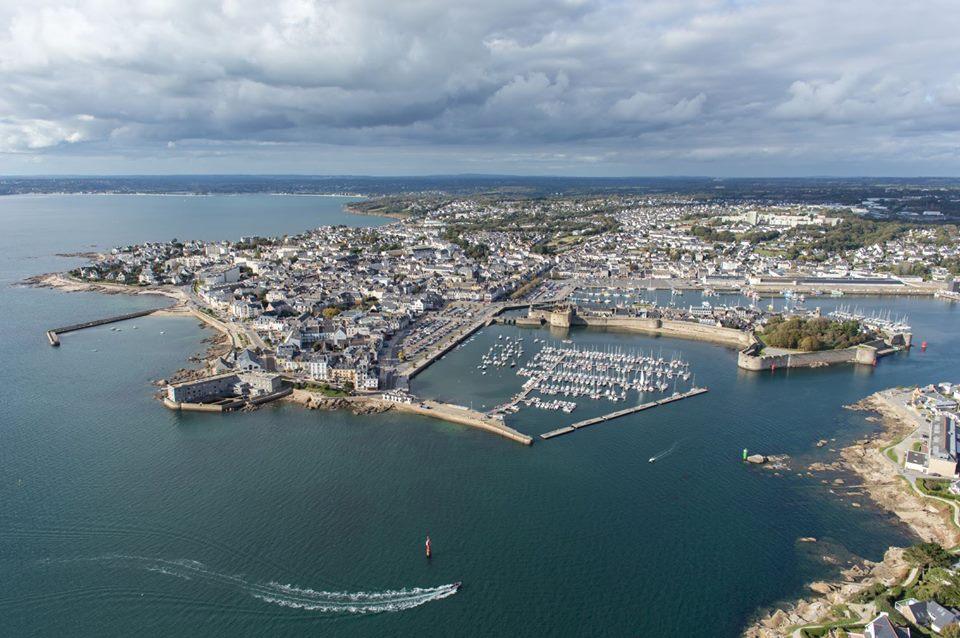 Photo aérienne de la ville de Concarneau prise d'un drone