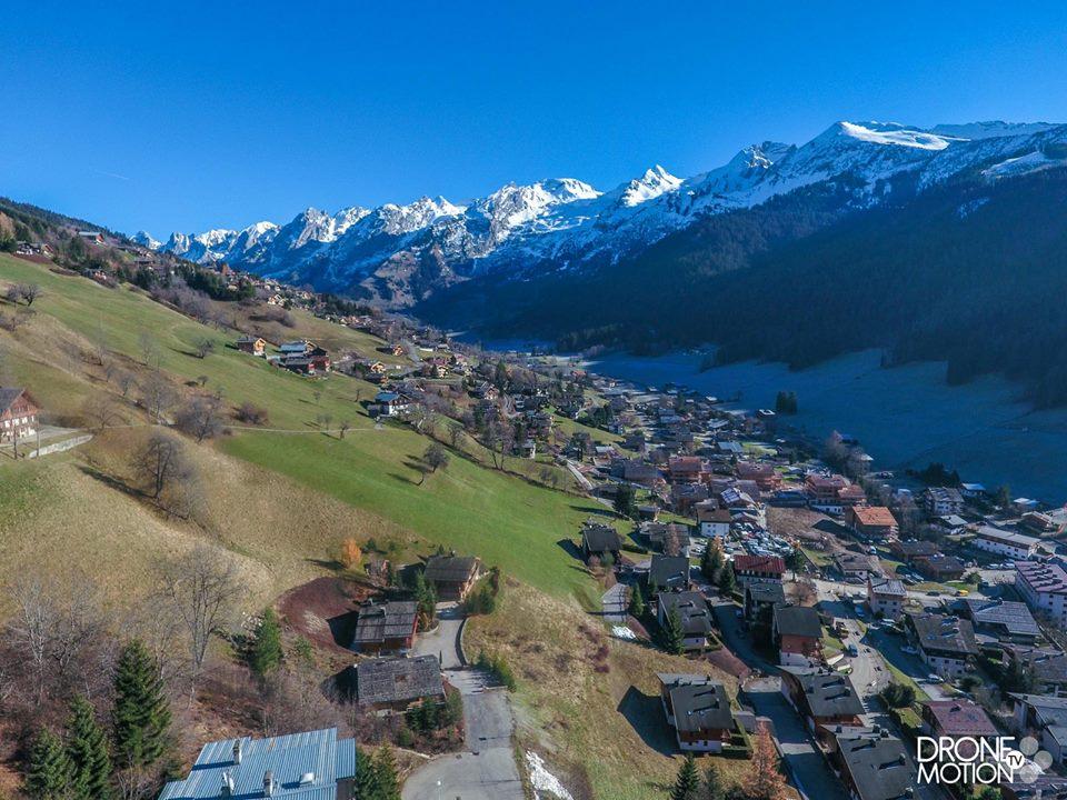 Photo aérienne de La Clusaz prise d'un drone