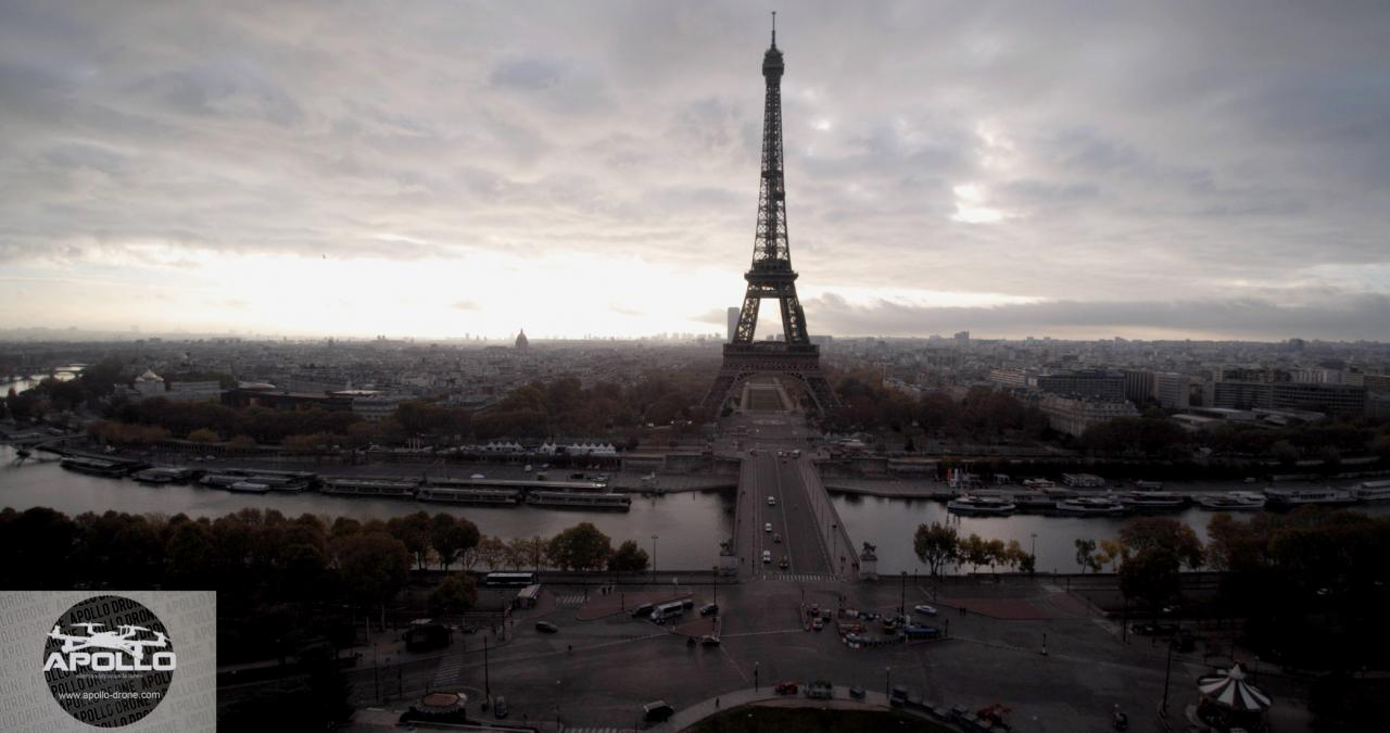 Photo aérienne de la tour Eiffel à Paris prise par un drone