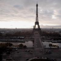 Photo aérienne de la tour Eiffel à Paris prise par un drone