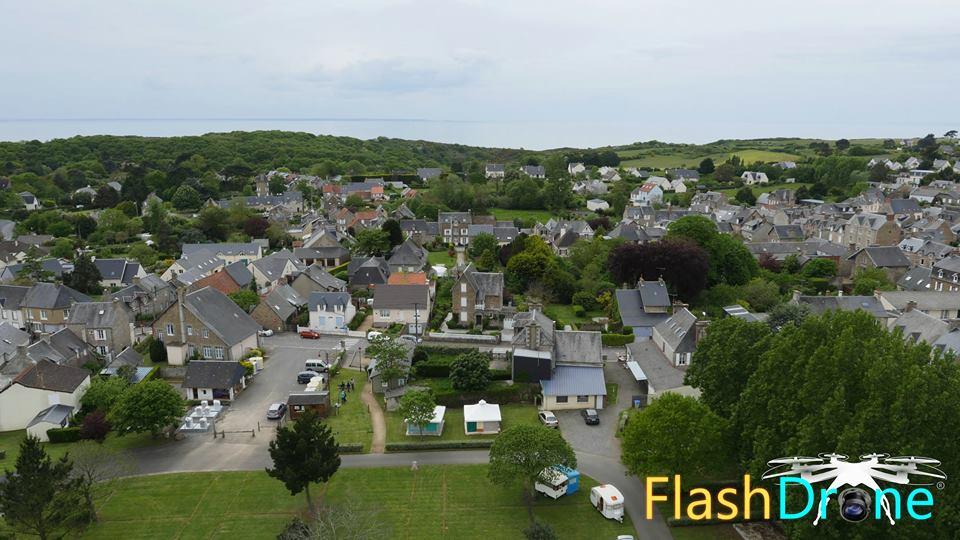 Photo aérienne de la ville de Carolles dans la Manche en Normandie