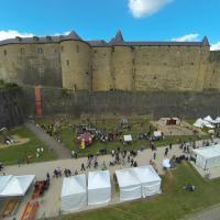 photographie aérienne d'un événement culturel dans les Ardennes Grand-Est