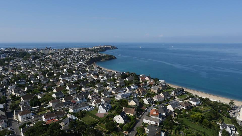 Photo aérienne par drone de Granville en Normandie