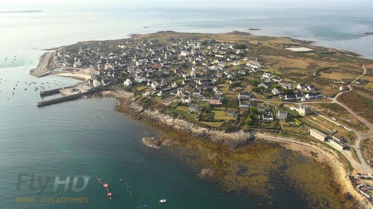 Photo aérienne par drone de l'Île-Molène