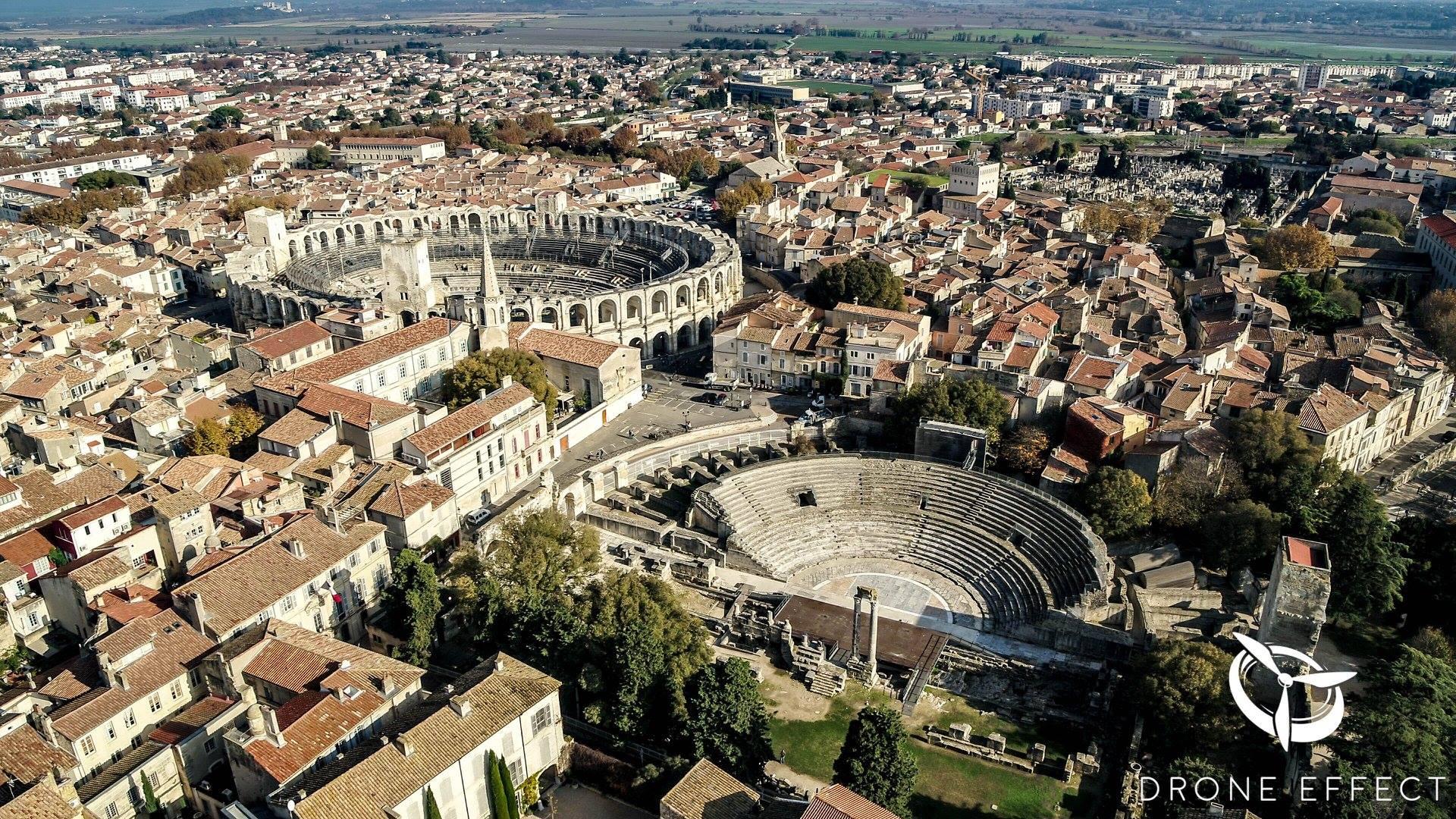 Photo de la ville de Nîmes, vue du ciel par drone