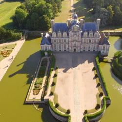 Photo château de Beaumesnil vue aérienne par drone Normandie