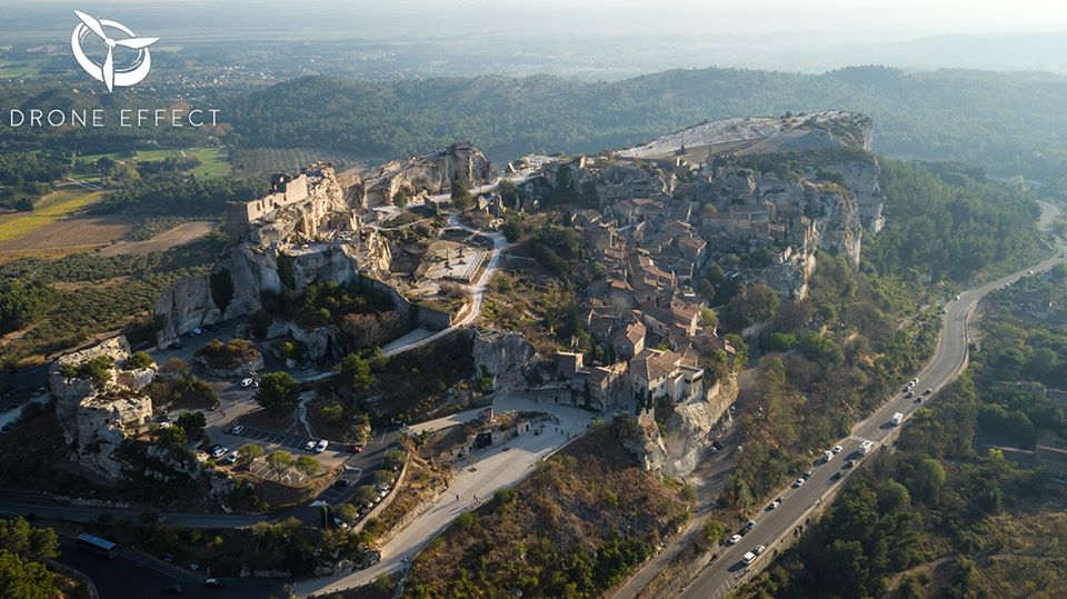 photographie a rienne des baux de provence par drone. Black Bedroom Furniture Sets. Home Design Ideas