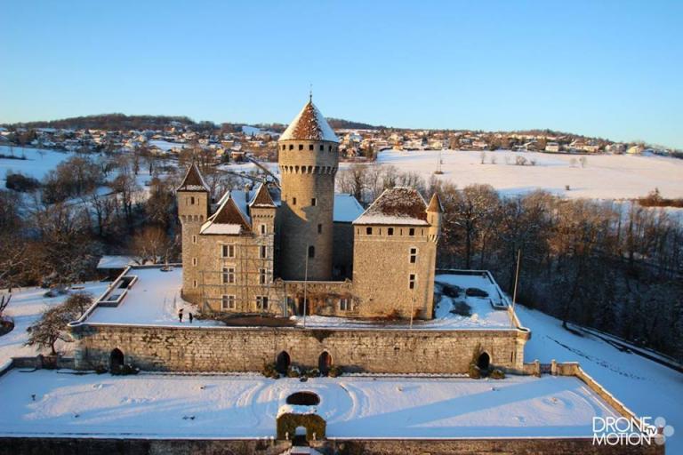 photographie aérienne par drone du Chateau de Montrottier près d'Annecy