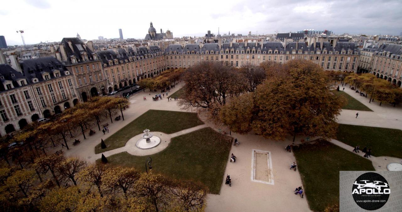 Place des Vosges, photographie aérienne par drone à Paris