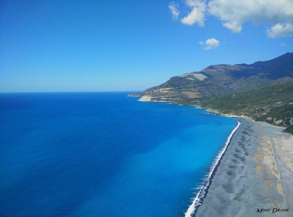 Plage de Corse photographiée par un drone