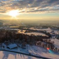 Prise de vue aérienne de paysage Sunset sur le bassin d'Annecy depuis Villaz