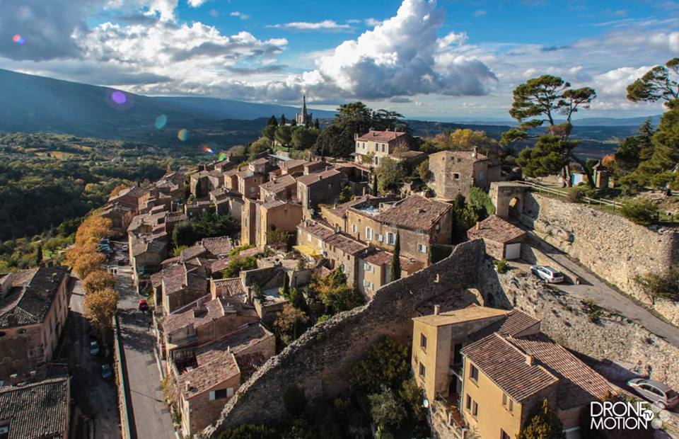 prise de vue aerienne par drone Village de Bonnieux, Luberon
