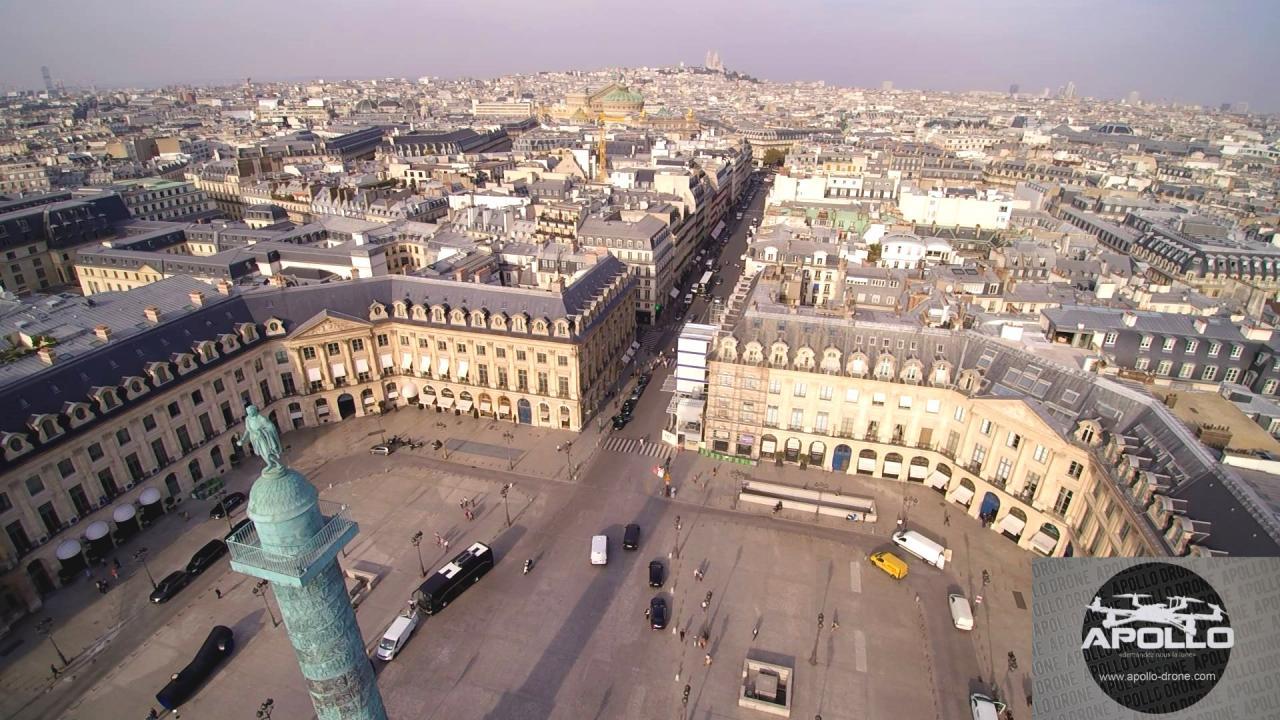 Sacré-coeur à Paris photographié de la place Vendome par un drone