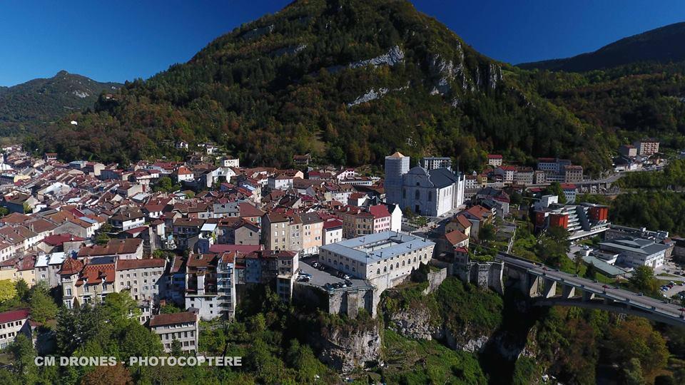 Photographie de la Ville Saint Claude en vue aérienne