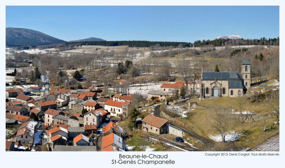 Saint-Gènes-Champanelle, village vue du ciel par un drone