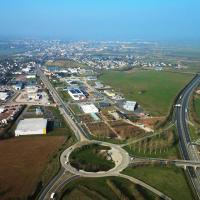 Saint-Hilaire-du-Harcouët dans la Manche en vue aérienne