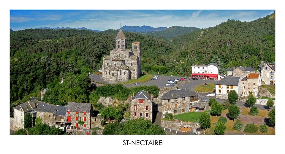 Saint-Nectaire, village photographié par un drone