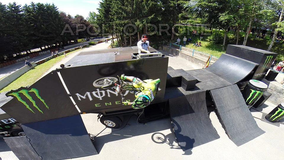 Evénement sur le vélo photographié par un drone