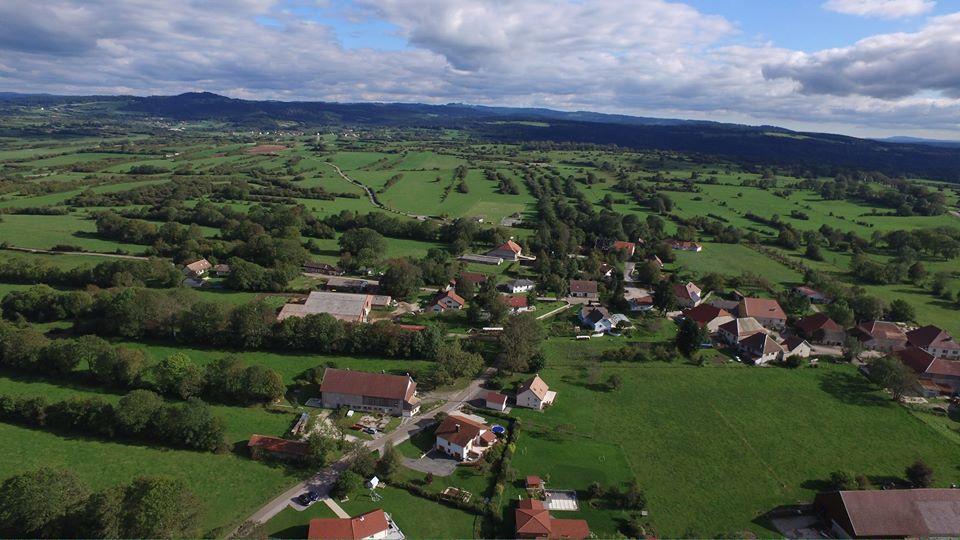 Village de Vernierfontaine en vue aérienne par drone