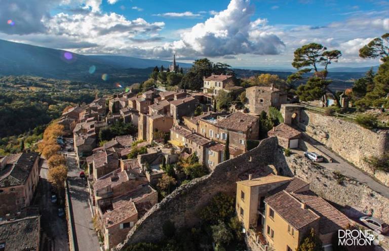Village de Bonnieux photographie par un drone