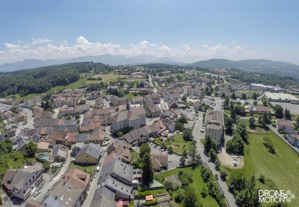 Village de Cruseilles vue aérienne drone