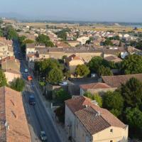 Village de Peyrolles-en-Provence en photo aérienne par drone