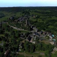Village de Turenne en vue aérienne par drone
