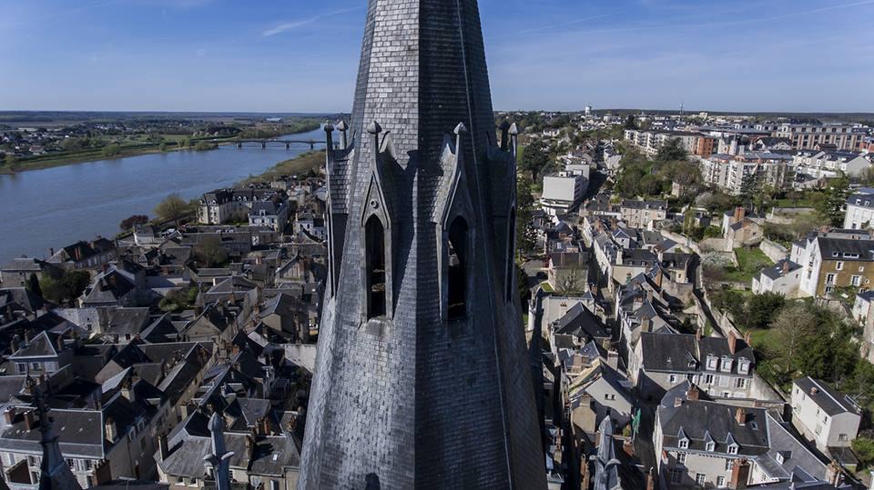 Ville de Blois en vue aérienne par drone